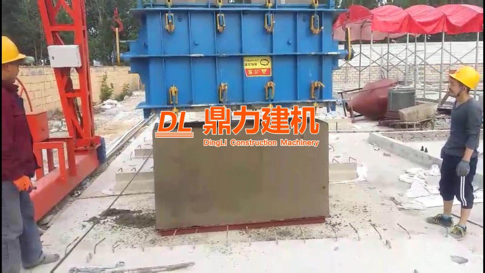青岛市政集团高频振动雨水斗设备生产现场